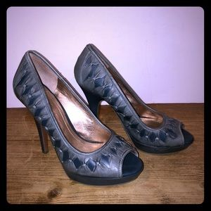 BCBG LEATHER GRAY AND BLUE SHOES . Size 10